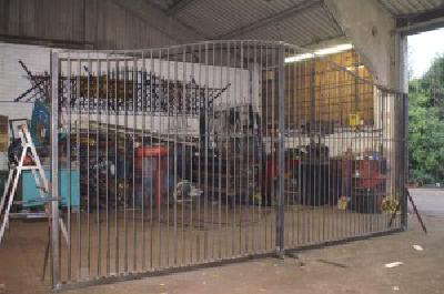 metal-gates-amersham-300x199