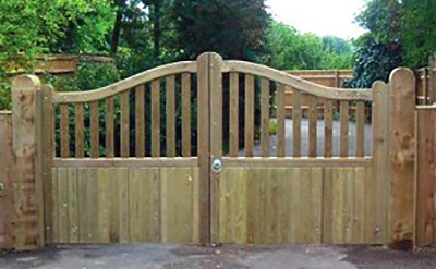 wooden-gates-beaconsfield-300x185
